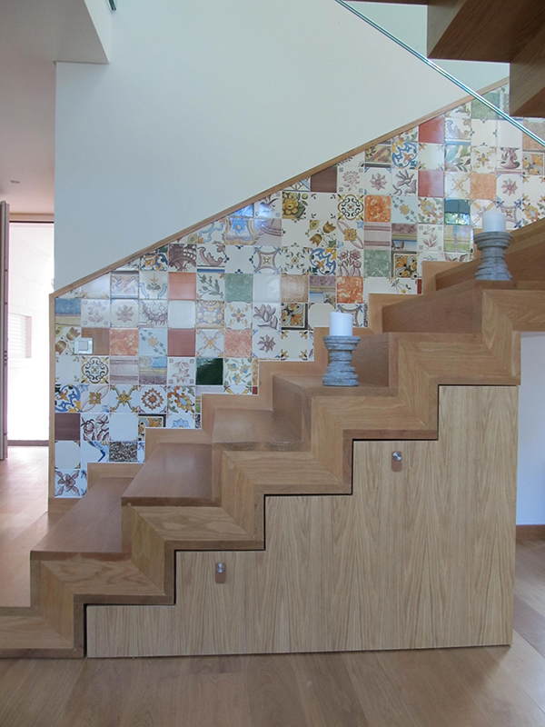 19_Escada_Arrumos
